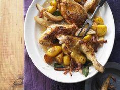 Gebratenes Hähnchen mit Bacon, Birnen und Kartoffeln ist ein Rezept mit frischen Zutaten aus der Kategorie Hähnchen. Probieren Sie dieses und weitere Rezepte von EAT SMARTER!