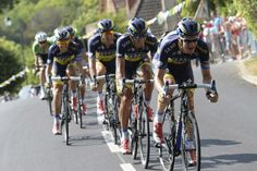 A split-second decision by Michael Rogers led to Saxo-Tinkoff blowing the lead group apart in the final hour of stage 13