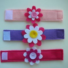 Felt flower bracelets - great for toddlers!  really needs to know how to sew!