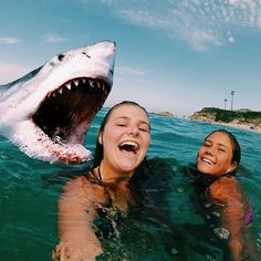 Mr shark must smile in the picture too guys it won't be fair Bff Pics, Summer Pictures, Friend Pictures, Beach Pictures, Selfies, Cute Photos, Cute Pictures, Drops In The Ocean, Insta Photo Ideas