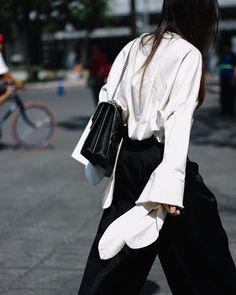 El #StreetStyle de #MBFWMx día 1 ya en Vogue.mx Link en bio Fotografía: @aldo_decaniz  via VOGUE MEXICO MAGAZINE OFFICIAL INSTAGRAM - Fashion Campaigns  Haute Couture  Advertising  Editorial Photography  Magazine Cover Designs  Supermodels  Runway Models