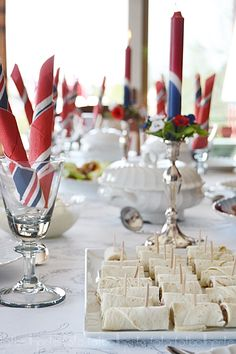Nasjonaldagen Public Holidays, Holidays And Events, Norway National Day, Champagne Breakfast, Norwegian Flag, Dessert Drinks, Pavlova, Party Gifts, Tapas