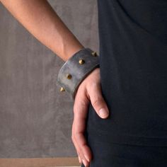 Concrete bracelet in anthracite with bronze spikes - Fashion statement jewelry