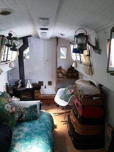 This type of vintage sailboat is truly a powerful style technique. Barge Interior, Best Interior, Small Space Living, Small Spaces, Canal Boat Interior, Used Sailboats, Boat Pics, Canal Barge, Narrowboat Interiors