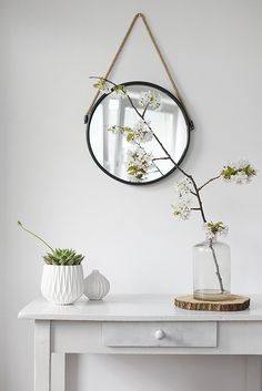 ♡ could do this with the hall table we have and put ems house picture in a frame to match or use a floating shelf in Gray ? Botanical Interior, Deco Floral, Hall Table Decor, Room Decor, Hall Mirrors, Consoles, Slow Living, Design Styles, Entry Hallway