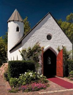Tie the knot at the Erinvale Estate Hotel & Spa in Helderberg surrounded by majestic mountains and 3 award winning wine estates. Somerset West, Spa Offers, Double Room, Hotel Spa, Swimming Pools, Cabin, Mansions, House Styles, Building
