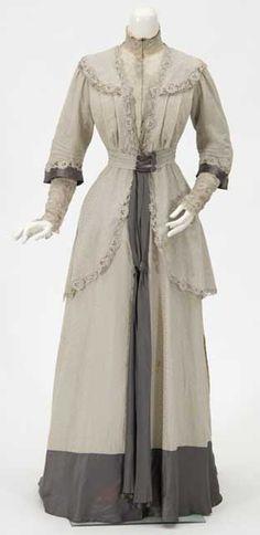 Afternoon dress, Spettel Sisters, 1907-11. Worn by Rebecca Blair Flandrau.