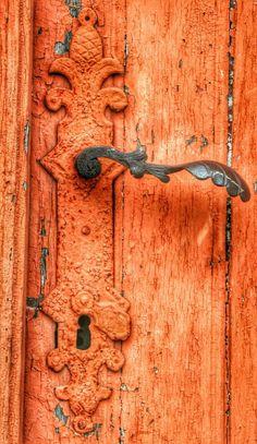 orange Door with leaf motif handle Door Knobs And Knockers, Knobs And Handles, Door Handles, Old Doors, Windows And Doors, Raindrops And Roses, Door Detail, Orange Aesthetic, Ivy House