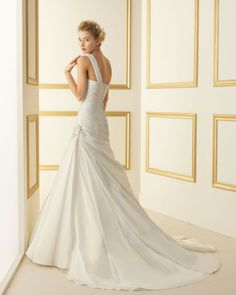 127 TAYLOR / Wedding Dresses / 2013 Collection / Luna Novias (back)