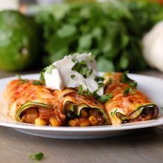 "Zucchini ""Enchiladas"" - Vegan and Vegetarian - Vegan Recipes Veggie Dishes, Vegetable Recipes, Tasty Vegetarian, Vegetarian Zucchini Recipes, Vegetarian Recipes Videos, Vegetarian Recipes For Diabetics, Zucchini Enchiladas, Vegetarian Enchiladas, Enchiladas Healthy"