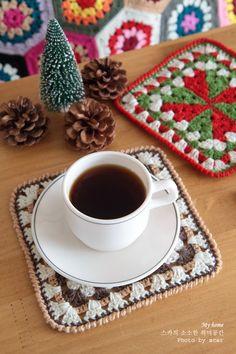 코바늘뜨기 크리스마스 손뜨개 티코스터 만들기! 블랭킷 테두리뜨기   Crochet stitch, Christmas, Tea Coaster http://blog.naver.com/ssanta302/20201560761