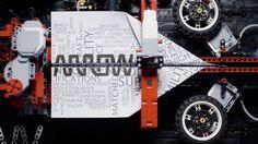 Die LEGO-Papier-Flieger-Maschine