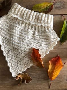 Baby Knitting Patterns, Crochet Patterns, Home Crafts, Diy Crafts, Shoe Pattern, Crochet Accessories, Winter Season, Crochet Baby, Lace Shorts