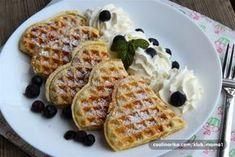 Fantastické kokosové křupavé wafle | NejRecept.cz Home Baking, Breakfast Bake, Waffle Iron, Crepes, Food Styling, Food And Drink, Cooking Recipes, Sweets, Snacks