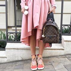 822 отметок «Нравится», 60 комментариев — Anna Lazdina (@annalazdina) в Instagram: «Не знаю как вы, а я скучала по своим #flatlay ❤️ Давно у меня не было времени, чтобы помедитировать…» Louis Vuitton Backpack, Vuitton Bag, Lv Handbags, Designer Handbags, Vintage Shirts, Fashion Outfits, Womens Fashion, Outfit Of The Day, Fashion Backpack