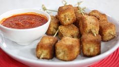 Fried cheese skewers with mozzarella, prosciutto, eggs and breadcrumbs Barbecue Recipes, Grilling Recipes, Barbecue Sauce, Cheese Fries, Fried Cheese, Finger Food Desserts, Cold Finger Foods, Appetizer Recipes, Appetizers