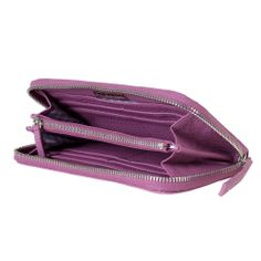 Discover the Chi Chi Fan Hamburg Classic Leather Wallet - Berry at Amara