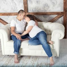 Maternity photosession in pair, jeans