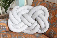 www.toftiaxa.gr 2015 11 Pos-na-ftiaxete-maksilarakia-keltikous-kompous-pillow-knots.html?m=1