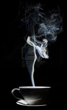 Resultados de la Búsqueda de imágenes de Google de http://us.123rf.com/400wm/400/400/zothenn/zothenn1109/zothenn110900002/10727025-blanco-taza-de-cafe-con-un-denso-humo-en-el-aire-contra-un-fondo-negro.jpg
