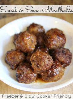 Slow Cooker Sweet & Sour Meatballs made with cooking sauces from #KraftRecipeMakers  // Freezer Friendly  #shop