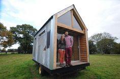 Молодые британцы построили себе уютный домик всего за $1500