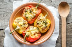 Nutrisystem& The Dish with Deanna demonstrates how to prepare delicious Mushroom Risotto-Stuffed Bell Peppers. Tasty Vegetarian Recipes, Spicy Recipes, Mexican Food Recipes, Ethnic Recipes, Cooking Stuffed Peppers, Healthy Meals, Healthy Eating, Chicken Fajitas, Stuffed Peppers