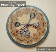 DIY Harry Potter Weasley Family Clock - tutorial for another fun Harry Potter pr. - DIY Harry Potter Weasley Family Clock – tutorial for another fun Harry Potter project, from: Diar - Harry Potter Halloween, Deco Noel Harry Potter, Cadeau Harry Potter, Harry Potter Fiesta, Harry Potter Thema, Cumpleaños Harry Potter, Harry Potter Classroom, Anniversaire Harry Potter, Harry Potter Houses
