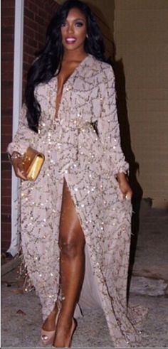 Porsha Williams stepped out last night in the same Constantina & Louise Shimmering Plunge Front Lira Dress Khloe Kardashian wore to Kim Kardashian and Kanye West's pre-wedding festivities in Paris. Porsha Williams, Khloe Kardashian, Afro, Ebony Beauty, Black Beauty, Celebrity Beauty, Beautiful Black Women, Swagg, Sensual