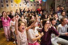 A Bakáts Téri Ének-Zenei Általános Iskola énekkarának tagjai, az Oscar-díjas Mindenki című kisfilm szereplői | MTI Fotó: Kallos Bea - PROAKTIVdirekt Életmód magazin és hírek - proaktivdirekt.com