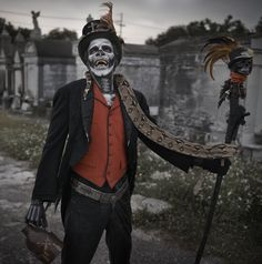 Baron Samedi Matt Barnes was lucky enough to recently enjoy an exceptional New Orleans experience, in the act of photographing and styling actor Rick LaCour (cast by Matthew Morgan) in the guise of. Witch Doctor Costume, Voodoo Costume, Voodoo Halloween, Hallowen Costume, Halloween Makeup, Halloween Fun, Voodoo Priestess Costume, Voodoo Party, Papa Legba