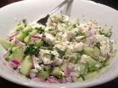 Gurken-Schafkäse-Salat mit frischer Minze