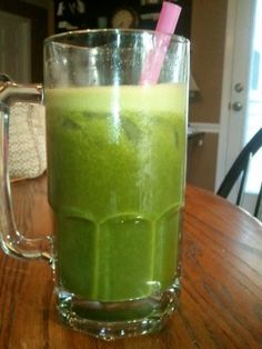 1 Bunch of kale, 2 oranges, 7 strawberries...I am going to try this once I get my nutribullet.....