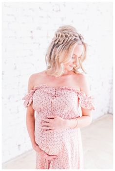 So, you & your bestie are pregnant at the same time-how fun! To celebrate, these best friends had a joint maternity shoot - and the photos are beautiful! Maternity Session, Maternity Photography, Pregnant Best Friends, Pregnancy Looks, Baby On The Way, Your Best Friend, Celebrities, Lace, Babies