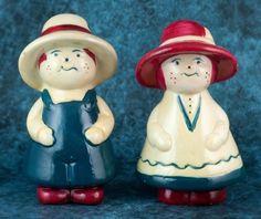 Vintage Ceramic Freckled Boy & Girl In Hats Salt & Pepper Shakers