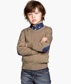 Boy's fIne-knit sweater from H Little Boy Hairstyles, Boys Long Hairstyles, Medium Haircuts, Short Haircuts, Outfits Niños, Kids Outfits, Fashion Trends 2018, Toddler Boy Haircuts, Kids Fashion Boy