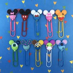 It's the time to start getting organized for the fall, and of course, we all want a bit of Disney flair. These Disney Character Balloon Planner Clips are Paper Clips Diy, Paper Clip Art, Polymer Clay Projects, Polymer Clay Art, Paperclip Crafts, Paperclip Bookmarks, Disney Diy Crafts, Disney Planner, Tsumtsum