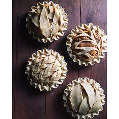 Inspirational Pie Crust Designs-And Great Pie Recipes! Pie Recipes, Dessert Recipes, Cooking Recipes, Baking Desserts, Recipies, Creative Pie Crust, Pie Crust Designs, Pies Art, Sweet Pie