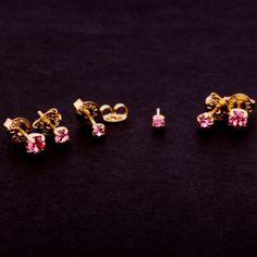 Brinco triplo com zircônia rosa. Clique na imagem para comprar.
