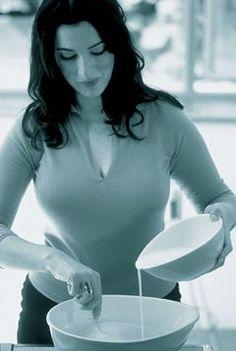 Nigella Lawson, How to Be a Domestic Goddess Beautiful Celebrities, Beautiful People, Beautiful Women, Tv Chefs, Nigella Lawson, Domestic Goddess, Great Women, Role Models, Celebs