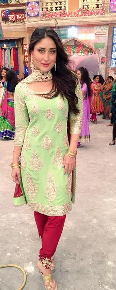 Kareena Kapoor in a Manish Malhotra Suit excellent color combination Punjabi Fashion, Bollywood Fashion, Indian Fashion, Indian Bollywood, Women's Fashion, Indian Attire, Indian Wear, Pakistani Outfits, Indian Outfits
