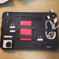 What's In My Bag: Cable and Small Technology Organization While Traveling