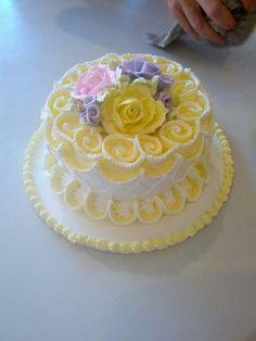#lambeth #method #royal #icing cake fondant flowers #string #work lambeth method string work