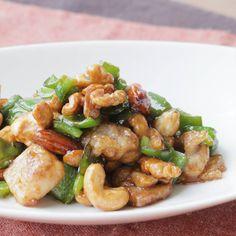 鶏肉とピーマンのナッツ炒め 作り方・レシピ | クラシル Kung Pao Chicken, Food And Drink, Cooking, Ethnic Recipes, Foods, Drinks, Kitchen, Food Food, Drinking