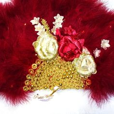 Beautiful Detailed Maroon Dark Red with Gold Feather Hand fan wedding African Traditional engagement Approximately measurement, please allow room for measurement error Length - Height It can be part of bridal package Engagement Hand, Hand Fans For Wedding, Bridal Packages, Bridal Party Jewelry, Bridal Clutch, Gold Feathers, Umbrellas, Decoration, Dark Red
