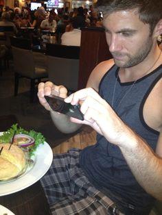 pohtpof:  Hard Rock Cafe pic.  #TriShakr#Moment#Trishaking#Foodie