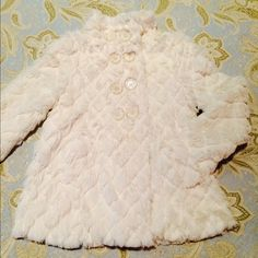💕Faux Fur Coat💕girls 💕👯 Brand New Coat , never been worn , color of white 💕👯 size 7💕 Jackets & Coats