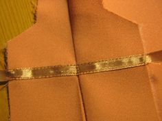 How to make a Dior-fold/vent (Original is is German - use Google Translate to read it in English: http://translate.google.co.uk/translate?sl=auto=en=n=_t=en=UTF-8=1=http%3A%2F%2Fsewinggalaxy.blogspot.nl%2F2012%2F11%2Fwie-macht-man-einen-dior-falte.html )
