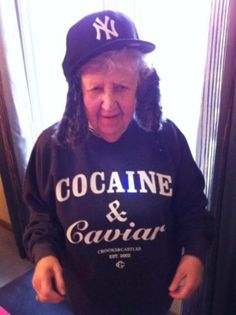 Cocaine and Caviar - Stay Classy Grandma - High in a New York Yankees Cap ---- best hilarious jokes funny pictures walmart humor fail Bad Family Photos, Colorfull Wallpaper, Funny Photos, Cool Photos, Memes Historia, Old Folks, Romance, Photos Of The Week, Mood Pics