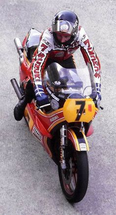 Barry Sheene Suzuki RG 7 Times world championship winning bike. just awesome to see! would love a replica :) Motorcycle Racers, Suzuki Motorcycle, Racing Motorcycles, Vintage Motorcycles, Grand Prix, Cafe Racers, Moto Suzuki, Japanese Motorcycle, Classic Bikes